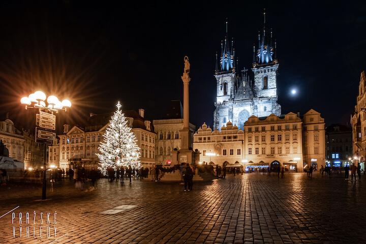 vánoční strom praha staroměstské náměstí